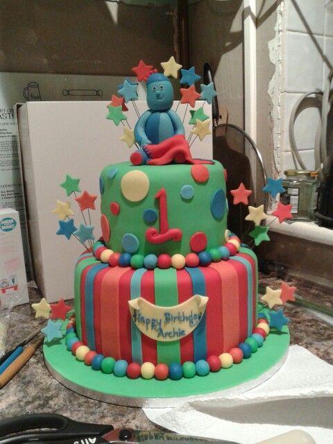 Iggle piggle birthday cake .