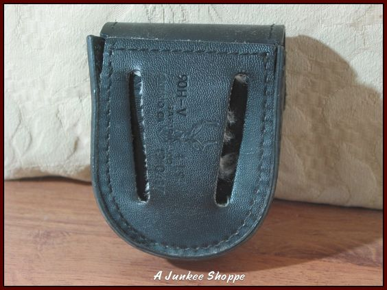 Safariland 90H-V Handcuff Holster Covered Case Top Hinged Or Chained Cuffs Used   https://ajunkeeshoppe.blogspot.com/