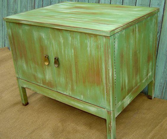 #Pátina: Acabamento em que se raspa ou lixa-se a pintura. A idéia é utilizar essa técnica para restaurar móveis com um tipo de madeira não tão bonito, criando um aspecto rústico.