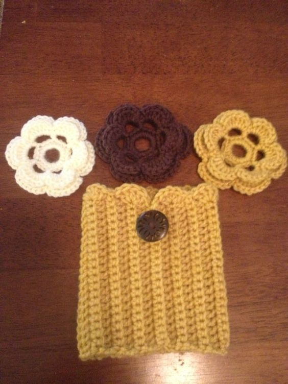 Free Crochet Patterns For Boot Cuffs With Buttons : Crochet Boot Cuffs w/changeable flowers Good ideas ...