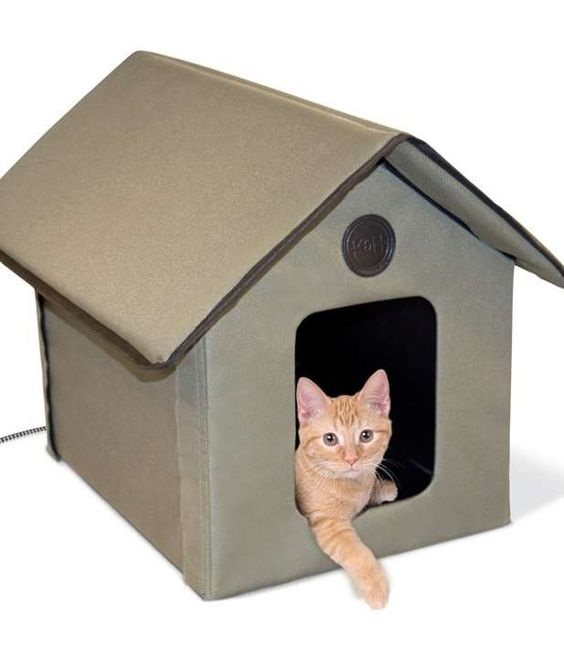 Outdoor cats can rest warm, dry, and secure inside the Outdoor Kitty House.: Cat Beds, Cat Walks, Classic Kitty, Outdoor Cats, Kitty House, Pet Beds, Cat Houses, Houses Outdoor