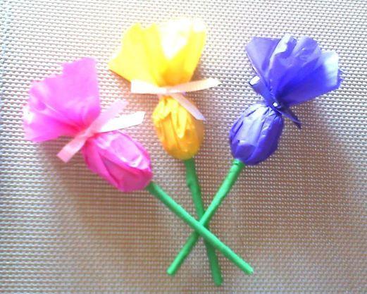 Facebook: GLOBOS Y MANUALIDADES (la del payasito fondo naranja. *Bombones decorados (flores)*