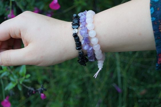 Lithotherapie : onyx, quartz rose, amethyste