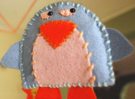 Pingüino para móvil de cuna en paño lency