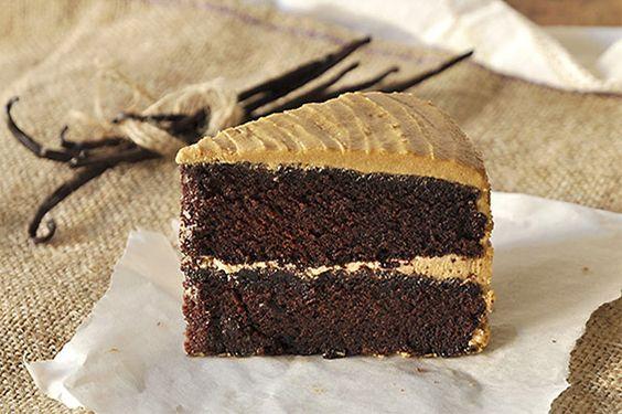 Νηστίσιμο σοκολατένιο κέικ με καραμελένια βουτυρόκρεμα/Egg-free dairy-free chocolate cake with caramel frosting