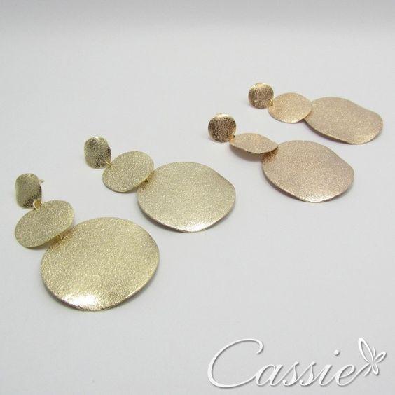 Brinco folheado a ouro dourado e no banho rosê com acabamento diamantado. Lindo!!! #cassie #semijoias #brinco #good #happy #inlove #likes #look #moda #fashion #instafashion #instagood #trend #pagseguro #10xsemjuros #picoftheday