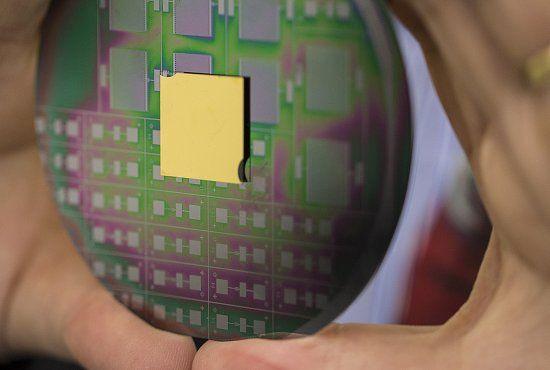 Eletrônica Alvorada : Chip nanofotônico: da TI aos buracos negros