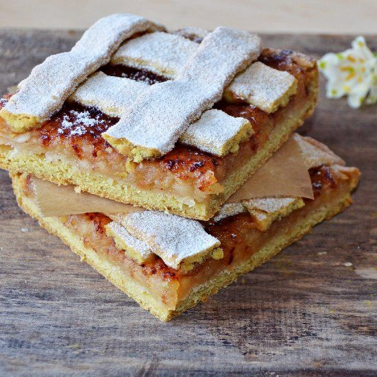 Rustic apple pie with cinnamon (in Romanian) | Cakes | Pinterest ...