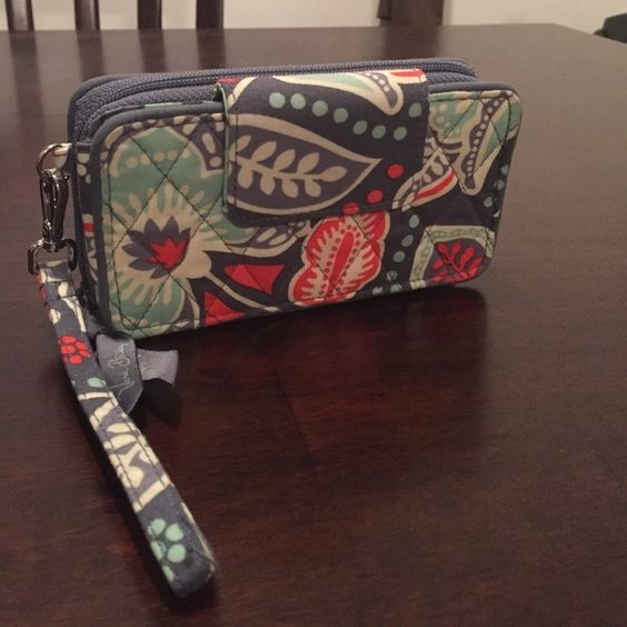 Smart phone wristlet for iPhone 6 Print Nomadic Floral, one month old Vera Bradley Bags Clutches & Wristlets