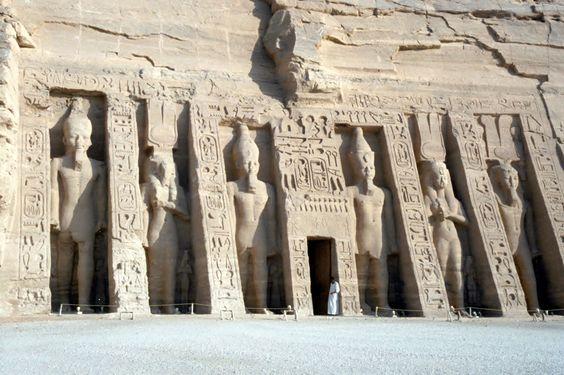 Nefertari Temple à Abū Sunbul, أسوان