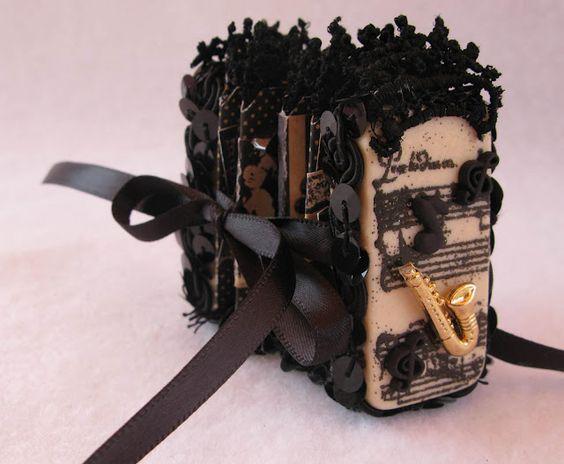 Domino Mini Accordian Books