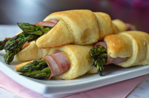 Dijon Ham & Asparagus Rollups  need to add some Gruyere cheese to it and it would be perfect.