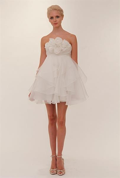 Девушки в очень коротком и прозрачном платье