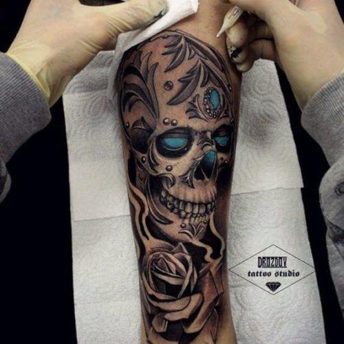 95 Tatuajes Para Hombres En El Brazo Ideas Excelentes Tatuajes Rosas Y Calaveras Manga De Craneo Tatuajes De Calaveras Mexicanas