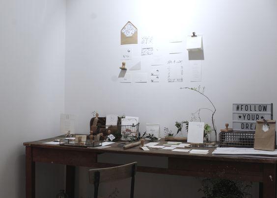 Voici notre univers indus minimaliste lors de la LOVE ETC à paris le 6 Février 2016. Scénographie/atelier blanc, Fleurs/fleur de fée, Papterie/lesptitspapiers, Photographe/l'artisan photographe, Robe/stephanie wolff, Costume/faulbourg saint sulpice Crédit photo:Romain Deligny