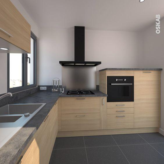 cuisine en bois clair ouverte sur la salle manger implantation en l classique