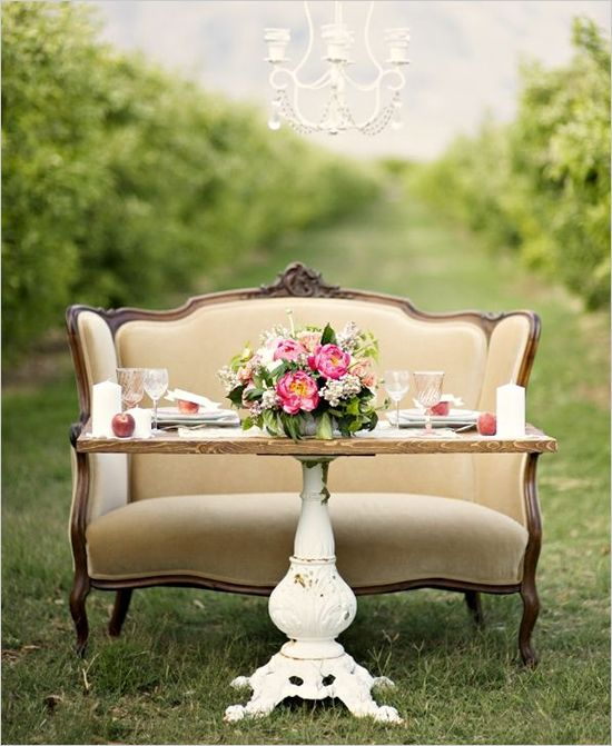 Vintage Wedding Head Table Ideas: 15 Sweetheart Table Ideas Perfect For Your Reception