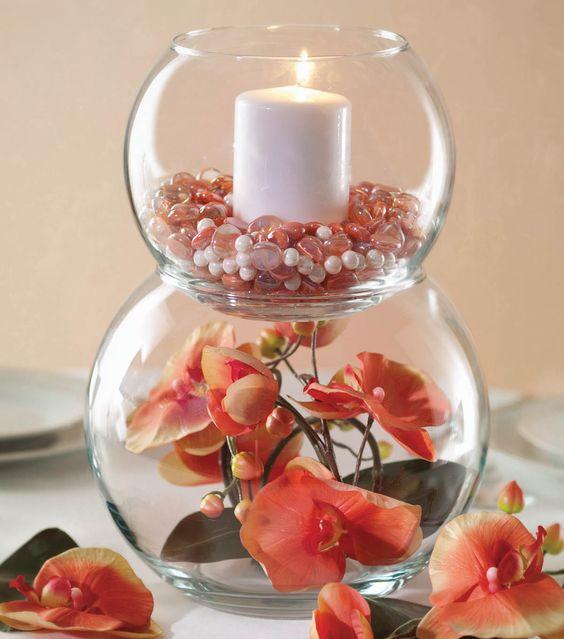 Bubble Bowls centerpiece. - No recipiente maior pôr um pouco de água e flor fresca; no superior pérolas ou conchas ou à escolha de cada um e vela a combinar.
