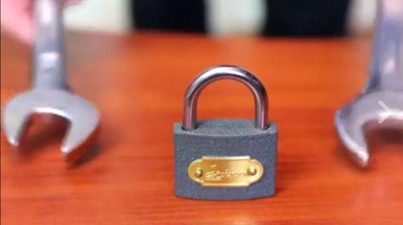 Comment ouvrir un cadenas avec une clé de…