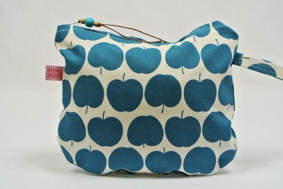 Kosmetiktasche aus hochwertigem Designerstoff von Dinge, die das Leben einfach schöner machen - einmalig & handgefertigt.  auf DaWanda.com