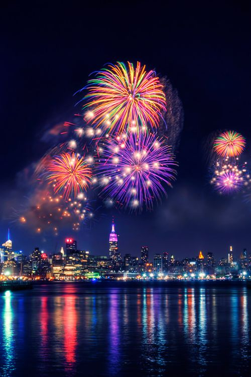 New York fireworks photography colorful sky night city ocean fireworks artistic reflection 4th of july
