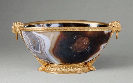 Cuvette ovale en sardoine, entrée dans la collection de Louis XIV avant 1673 – Art byzantin Xe-XIe siècle?; monture en or: Paris, vers 1550 - Paris, Musée du Louvre: