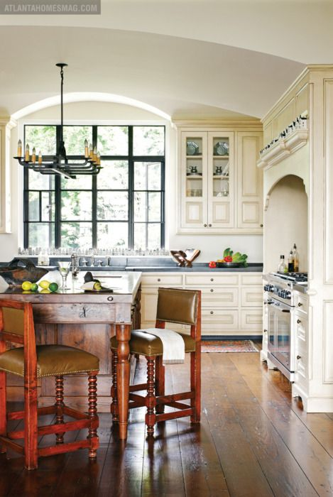 I would love to have a kitchen like this!