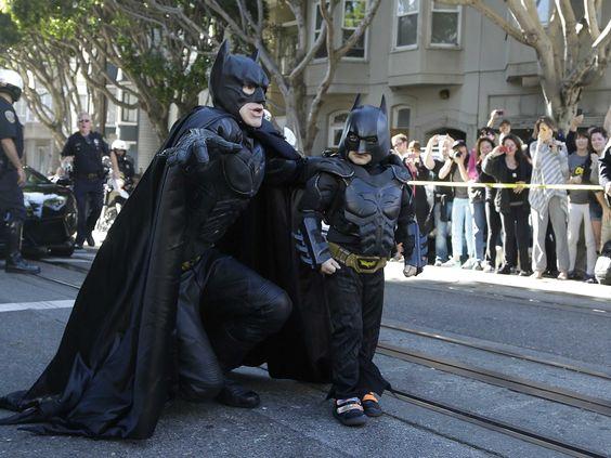 Vocês se lembram de Miles Scott, um menino com cinco anos de idade, que sobrevivei à leucemia e que se tornou o Batkid por um dia, graças à Fundação Make a Wish e à cidade de San Francisco? Bem, nerds de plantão, alguém pegou a aventurade Miles e reproduziu em um trailer real do filme do Batman: Dark Knight Rises.