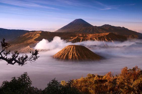 Mount Bromo im Indonesien Reiseführer http://www.abenteurer.net/1831-indonesien-reisefuehrer/