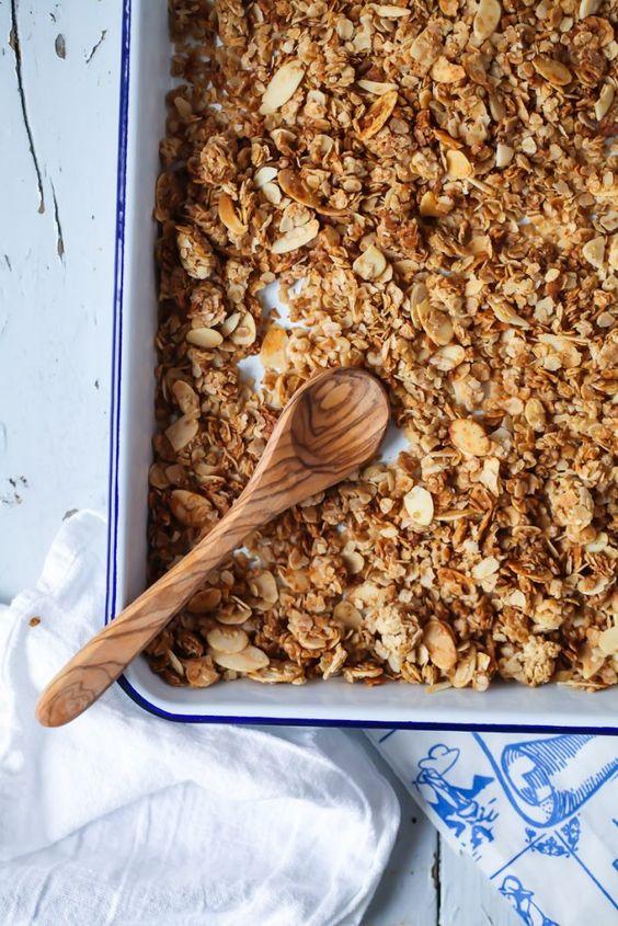rezept f r einfaches honig mandel granola rezept m sli und m sli. Black Bedroom Furniture Sets. Home Design Ideas