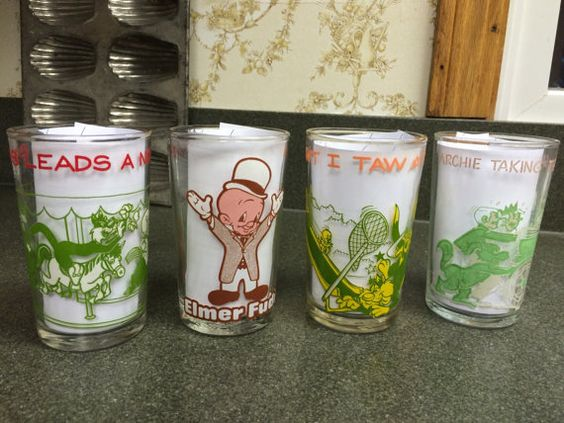 Set of 4 Vintage Kids Drink Glasses Looney by VintageRoseandLace
