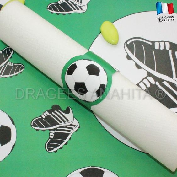 Rond de serviette th me foot faites plaisir votre petit joueur de foot en lui offrant la plus - Decoration football pour anniversaire ...