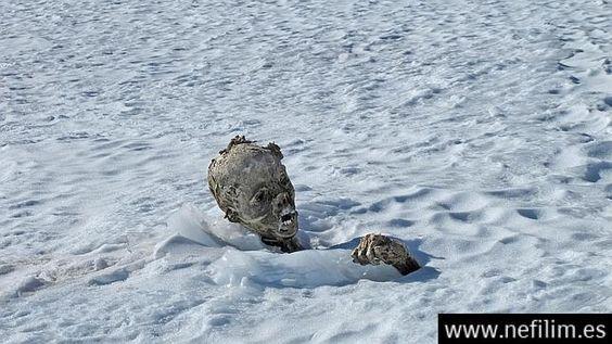 Hallan dos momias congeladas a 5.270 metros de altitud en México