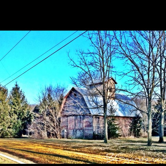 This is another favorite I pass by often ... Gotta love old #ohio #barns