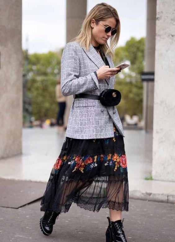 Серый пиджак и легкое платье
