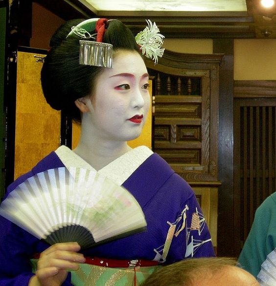 Maiko in Kyoto  photo credit: atharva80 via photopin cc