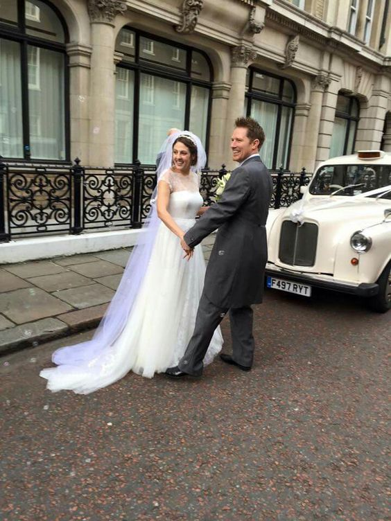 Pure joy #newlywed #raimonbundo #londonwedding #heirloomveil #londonbride #londongroom #autumnwedding