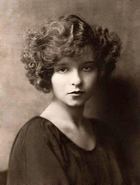 Silent film star Clara Bow  http://www.facebook.com/MormorsStuer
