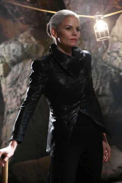 Get all the details for creating the perfect Dark Swan costume