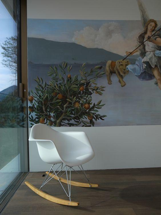 Residenza Vivere blu, Tessin /// ... und dann liegt wahrlich die Welt zu Füssen /// Hoch über dem Lago Maggiore gelegen besticht diese Residenz durch ihre architektonisch klare, gradlinige und reduzierte Formensprache. Eng an den Steilhang geschmiegt umfasst die Residenz in zwei miteinander verbundenen, flachen Volumen acht grossflächige Appartements. Fotos: © Hannes Henz, Zürich | IttenBrechbühl