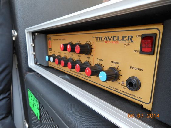 David Eden | WT550 | Traveler Hybrid Tube Bass amplifier
