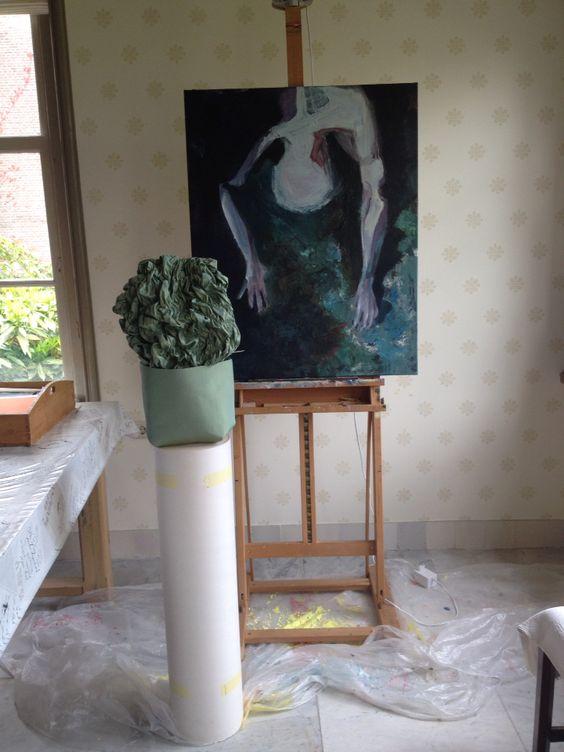 Voor de opendag expositie combi van schilderijen #aukje greydanus en installatie van bewegende tas die in en uitzet als een buik bij een diepe ademhaling #mariekegreeve
