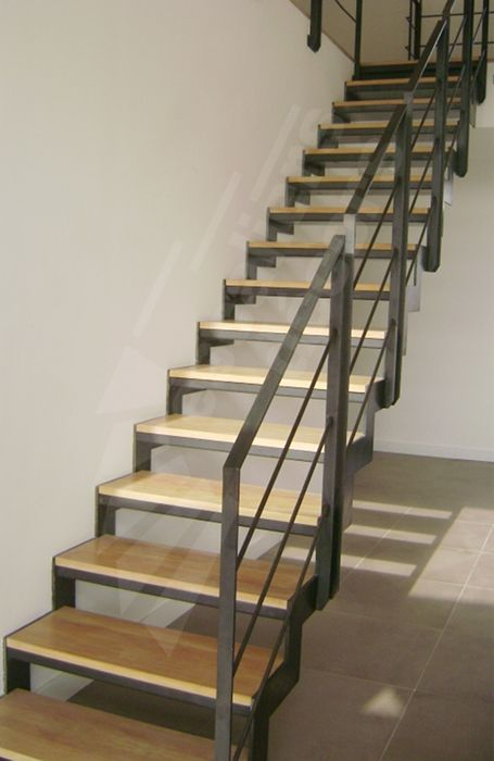 Photo d107 esca 39 droit escalier design d 39 int rieur en - Maison en bois interieur ...