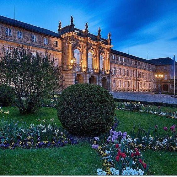 Das Neue Schloss der Markgräfin Wilhelmine in #Bayreuth. Schon wieder ein super Foto von @katrin_taepke. Die kann man übrigens auch als Kalender zum aufhängen bekommen. Einfach mal bei ihr auf der Seite vorbeischauen.  #walkofwagner #visitbayreuth #visitbavaria #bdteam #wagnerstadt #oberfranken