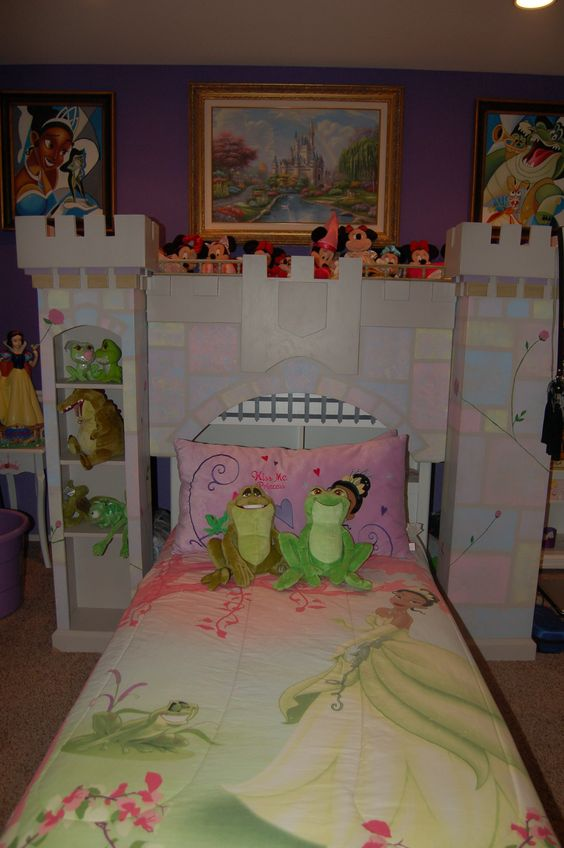 Disney princess bedroom princess bedrooms and frogs on for Frog bedroom ideas