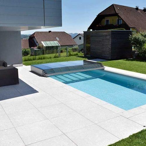 rechteckiger Pool, Terrasse und Rasenteppich Pool Pinterest - gartengestaltung mit kleinem pool