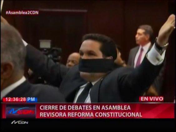 Asambleísta Se Amordaza Con Un Lazo Negro Cuando Le Daban Lectura A La Modificación #Video
