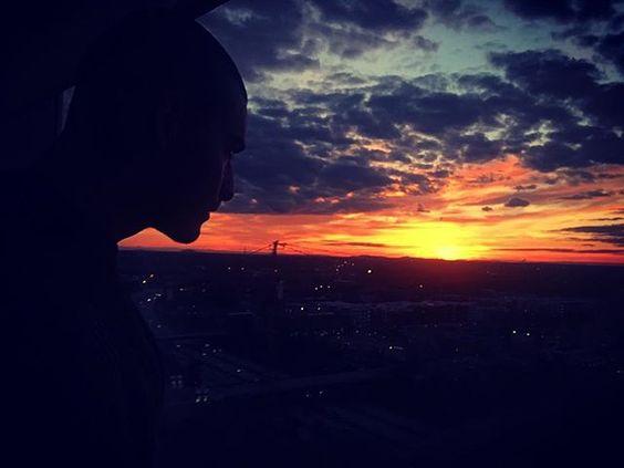 El atardecer más espectacular que he visto en mi vida.. El cielo está ardiendo.