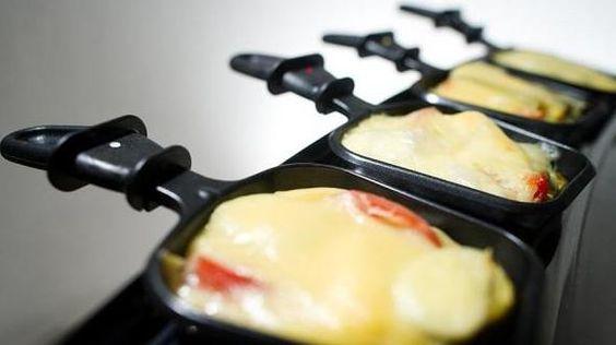 Das perfekte Raclette: Vier Varianten des Klassikers-Rezept mit einfacher Schritt-für-Schritt-Anleitung: Mangofruchtfleisch vom Stein schneiden…