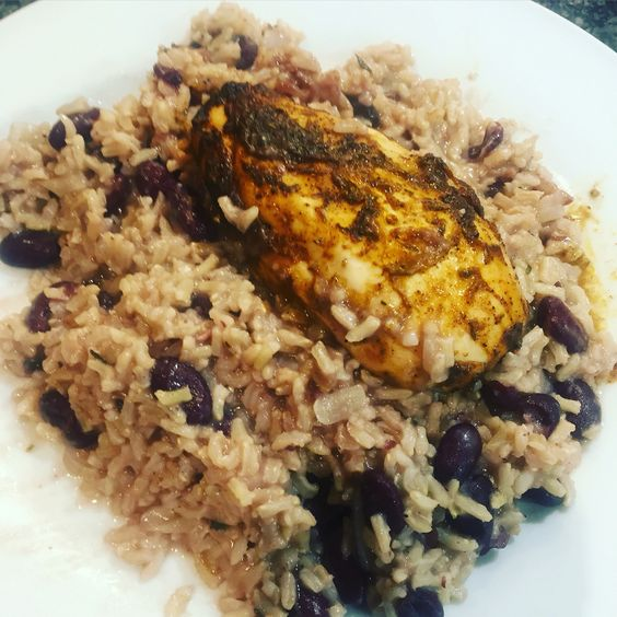 Jerk chicken, brown rice and peas